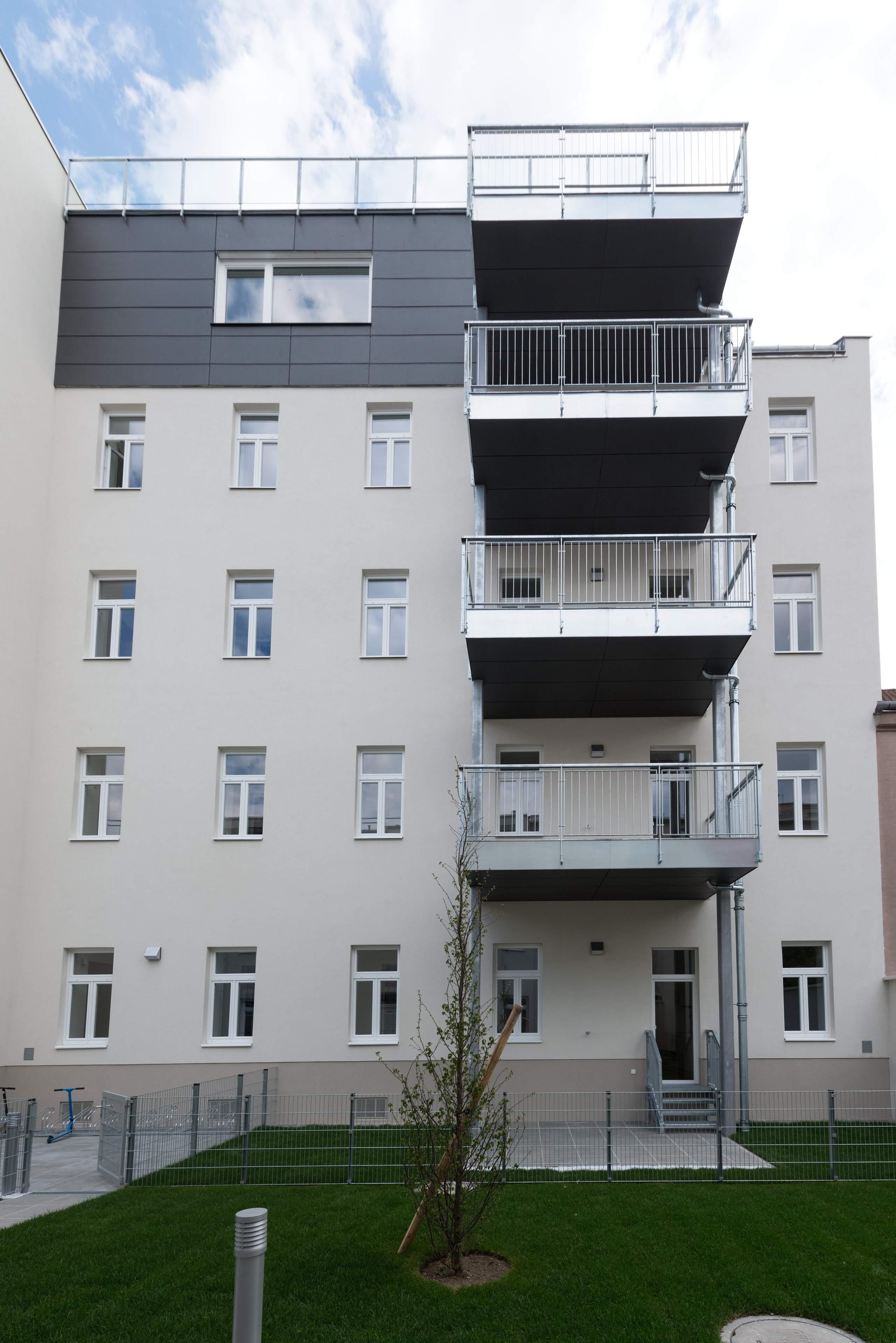 LIEGLER TAKEH ARCHITEKTEN Projekt Ostmarkgasse Hof Fassade und Balkone