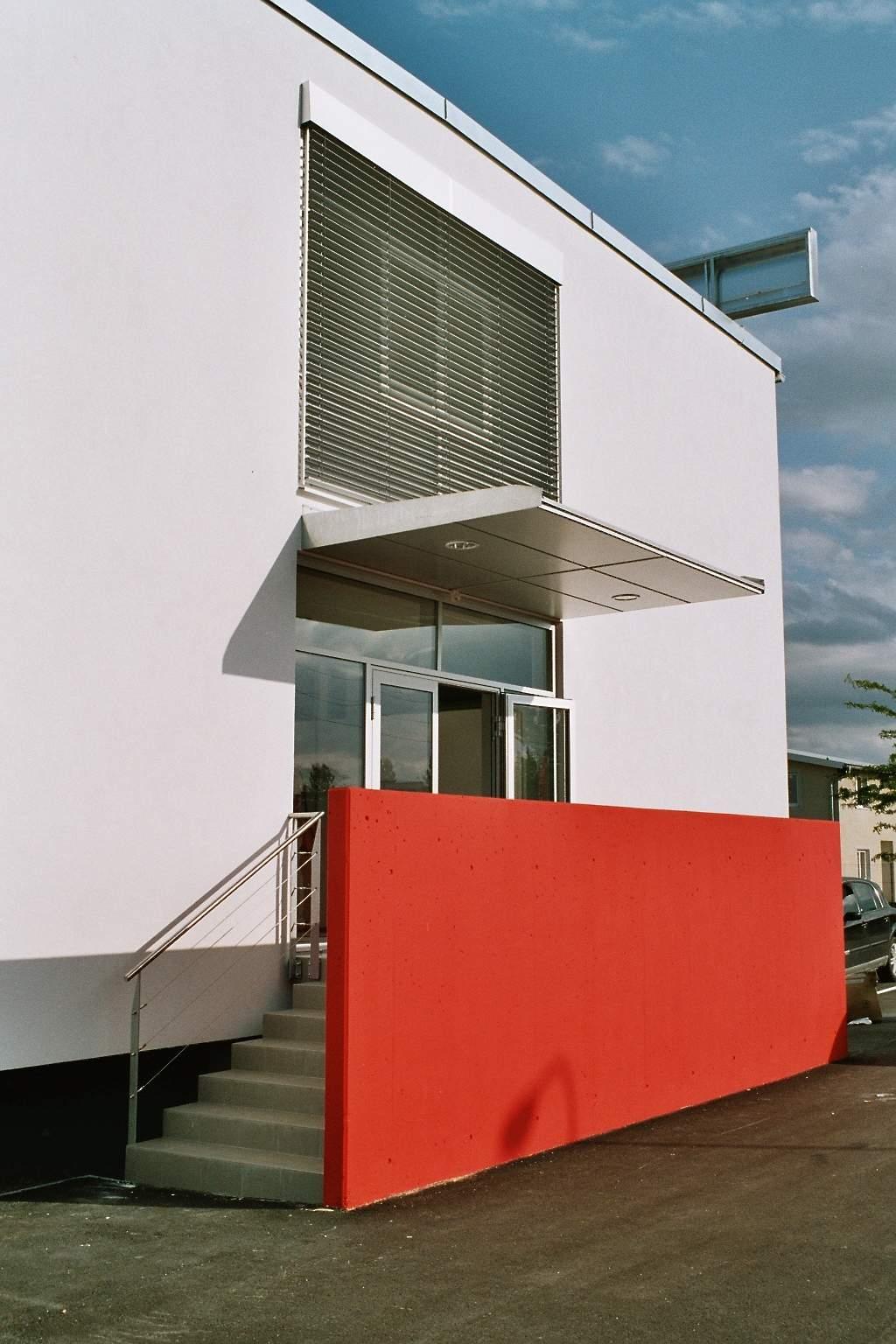 LIEGLER TAKEH ARCHITEKTEN Projekt Renault Trucks Eingang