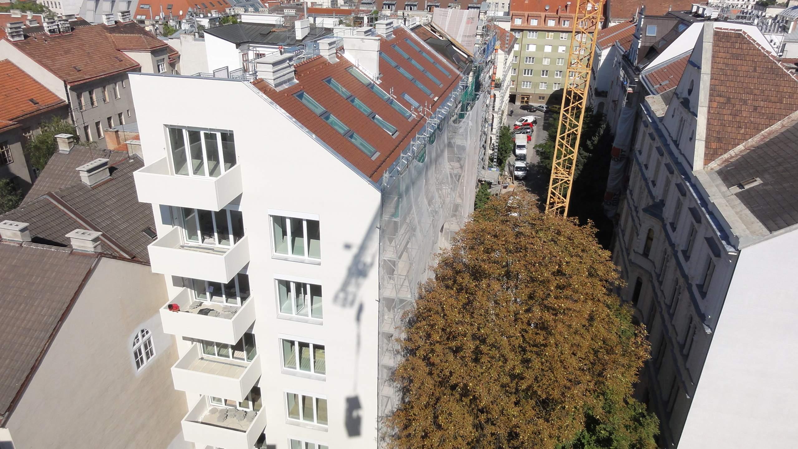 LIEGLER TAKEH ARCHITEKTEN Projekt Zeinlhofergasse Fassade und Balkone in Bau